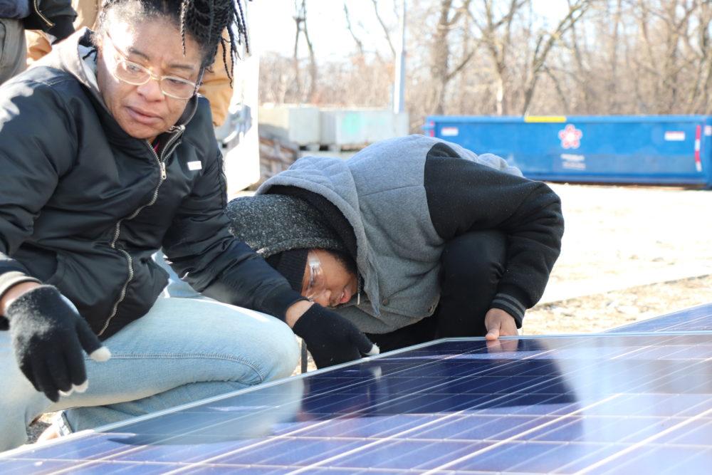 Solar seen as bright career path at Illinois community
