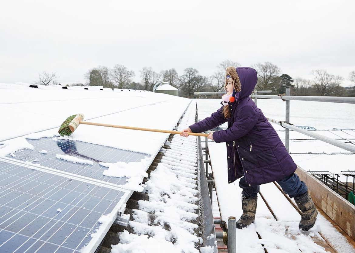 Fact check: Is snow on solar panels a problem for clean energy goals? |  Energy News Network