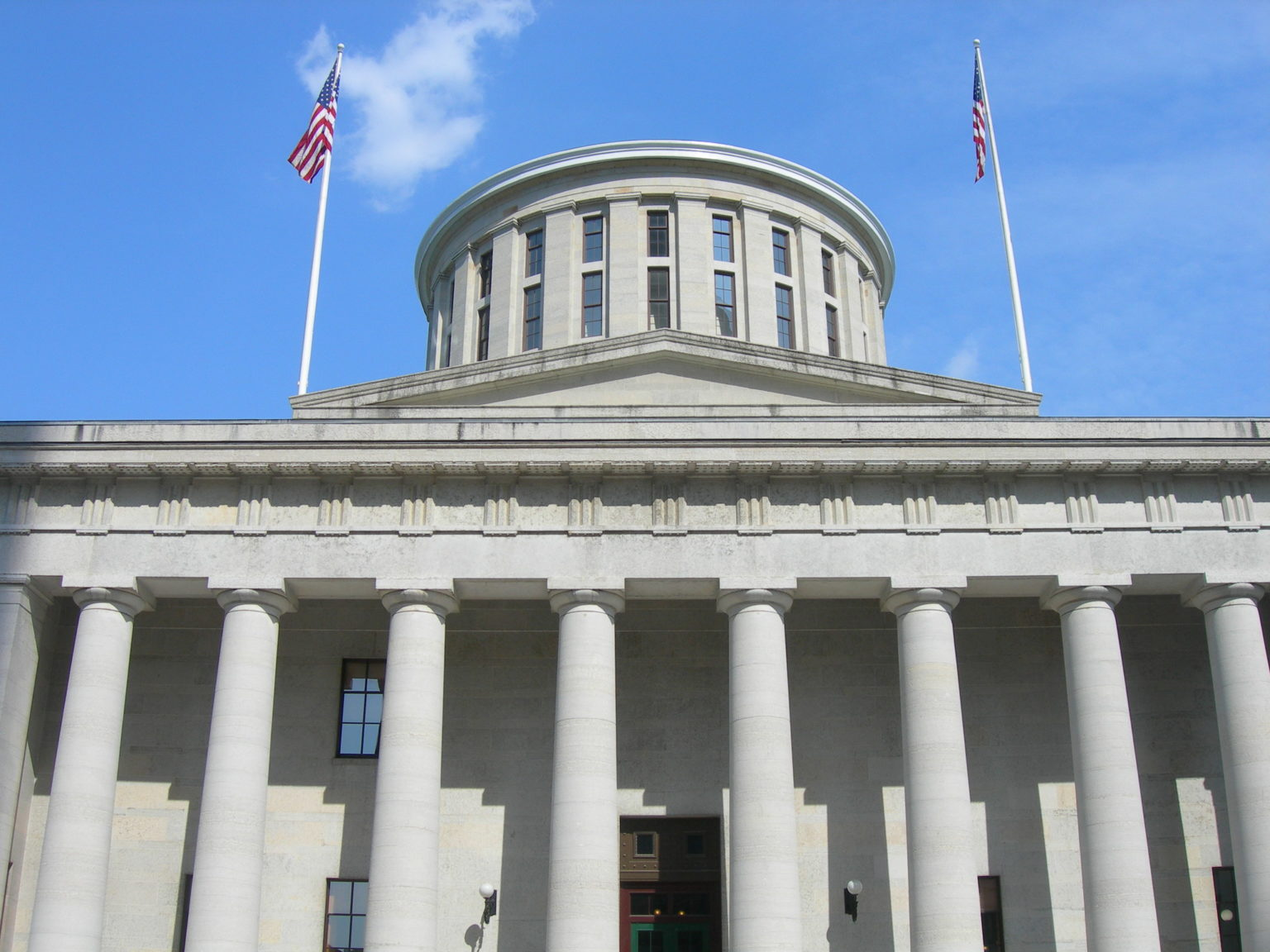 Ohio bill would ban new large solar and wind projects for up to three years